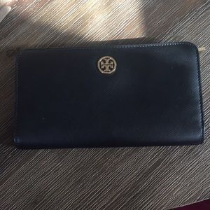 Tory Burch Large zip continental wallet in BLACK